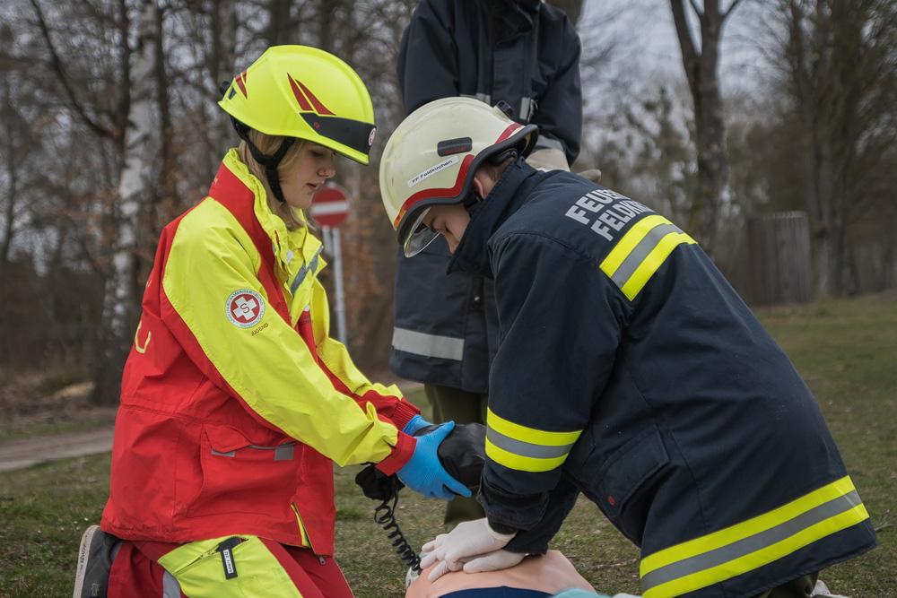 Jugend-Übung: Feuerwehr und ASB