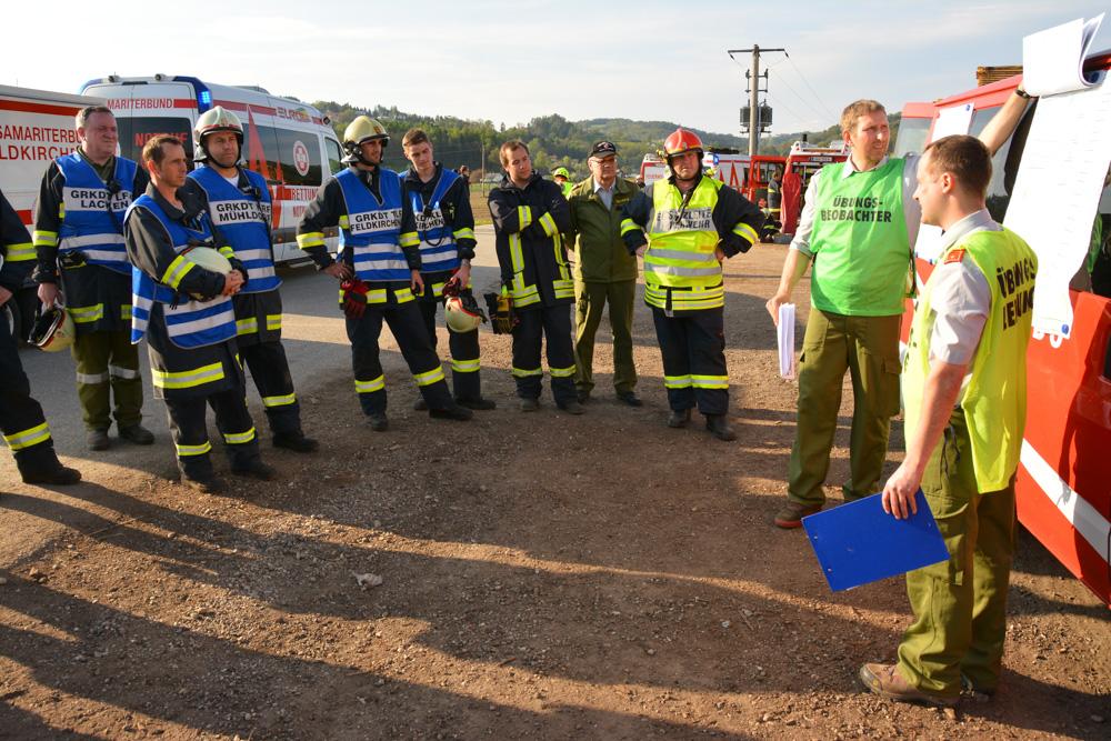 Gemeindeübung: Sägewerkbrand und Verkehrsunfall