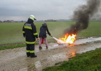 Kindergartenpersonal-Feuerlöscher-Schulung (3)