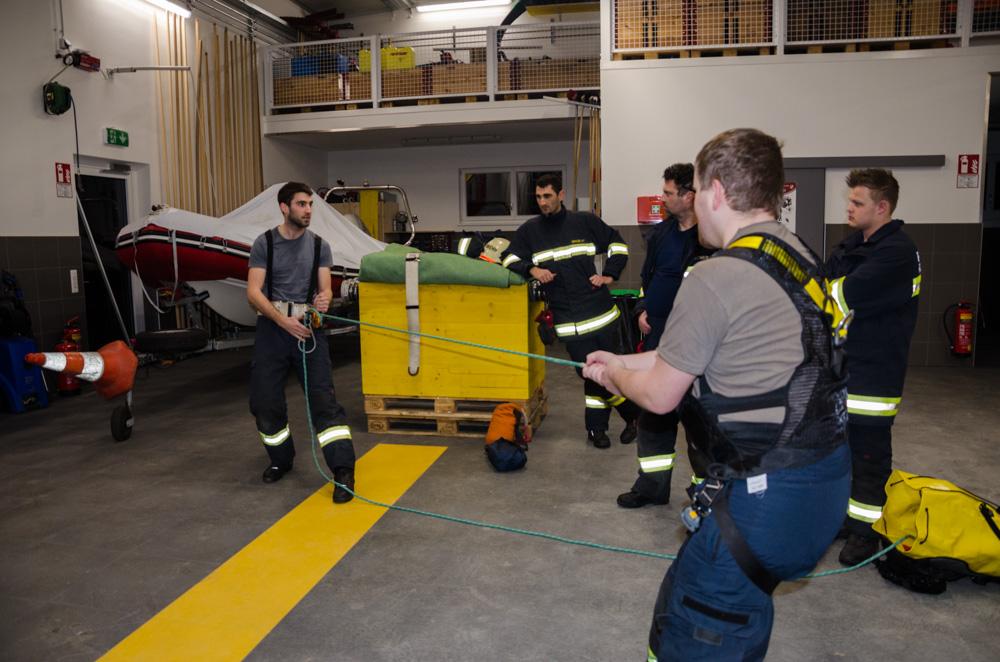 Übung: Leitern und Absturzsicherung