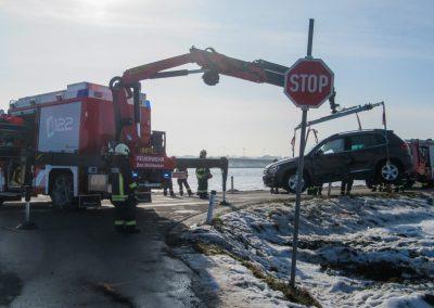Verkehrsunfall-Eingeklemmente-Person-Badseekreuzung (3)