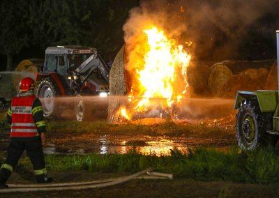 Heuballenlager-Brand-Großeinsatz (1)