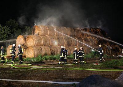 Heuballenlager-Brand-Großeinsatz (2)