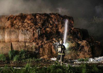 Heuballenlager-Brand-Großeinsatz (3)