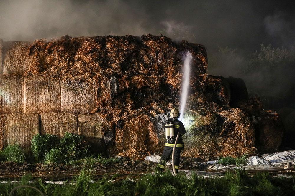 Brandeinsatz: Heuballenlager