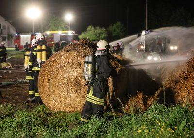 Heuballenlager-Brand-Großeinsatz (5)