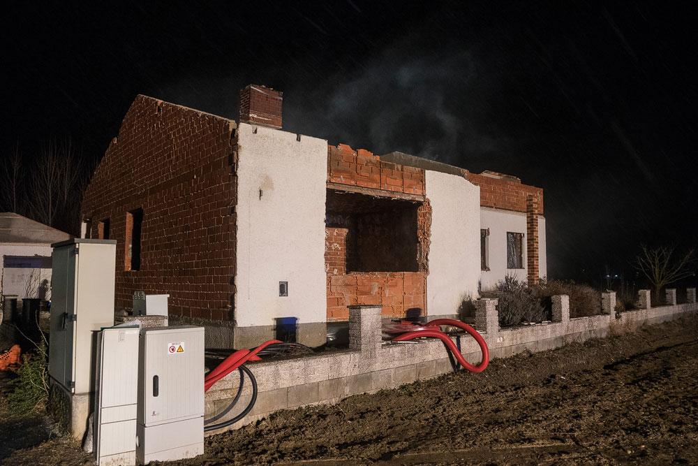 Brandbekämpfung in Abbruchhaus