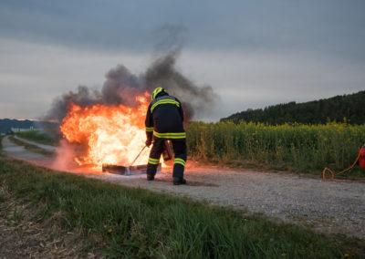 Kleinlöschgeräte-Feuerlöscher-Übung (4)