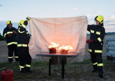 Kleinlöschgeräte-Feuerlöscher-Übung (6)