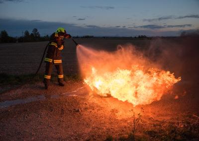 Kleinlöschgeräte-Feuerlöscher-Übung (8)