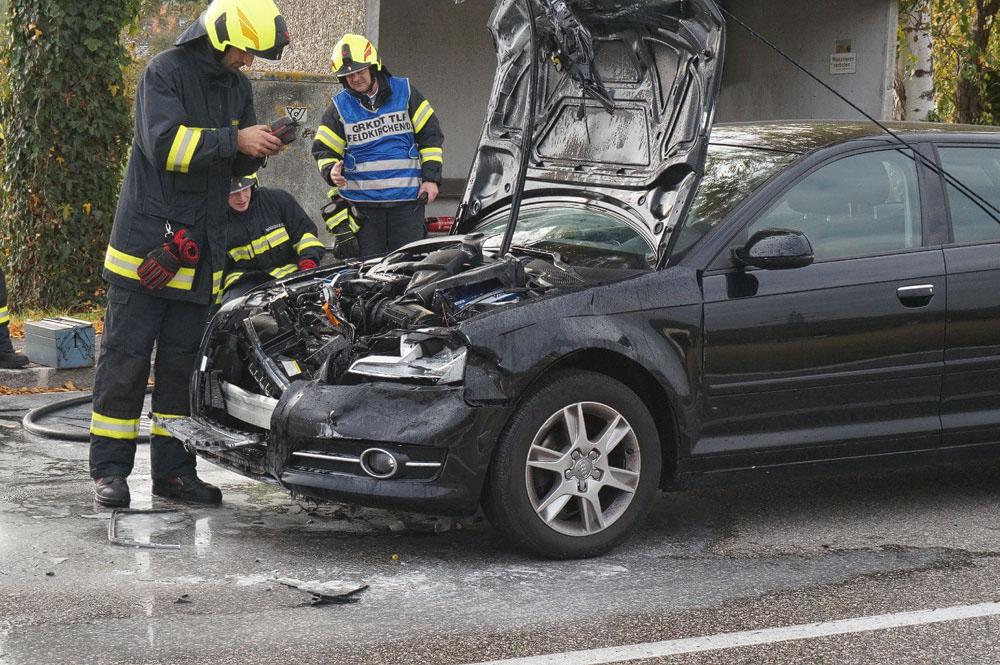 PKW-Brand nach Verkehrsunfall