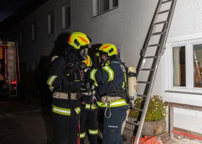 Zimmerbrand-Atemschutzwoche-Personenrettung (2)
