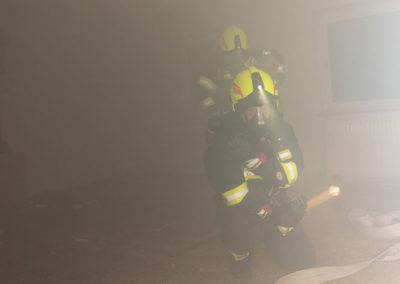 Zimmerbrand-Atemschutzwoche-Personenrettung (3)