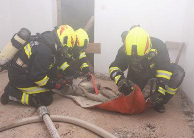 Zimmerbrand-Atemschutzwoche-Personenrettung (8)