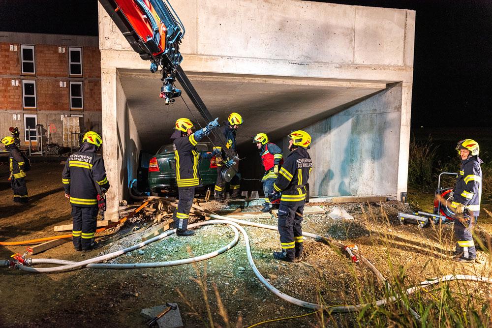 Tiefgaragenbrand mit Ausbreitung auf das Wohnhaus